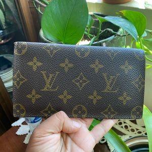 Louis Vuitton Checkbook/wallet/passport holder 🤗